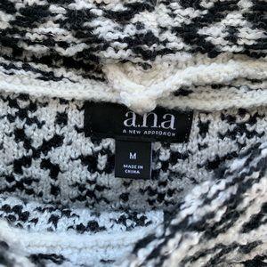 a.n.a Sweaters - White & Black Geometric Boxy Crop Sweater Vintage